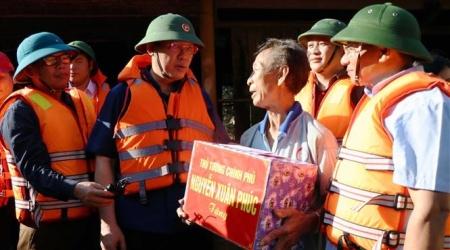 Phó Thủ tướng Vương Đình Huệ thăm hỏi, động viên nhân dân...